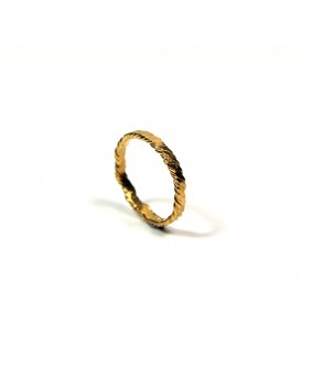 flat twisted ring